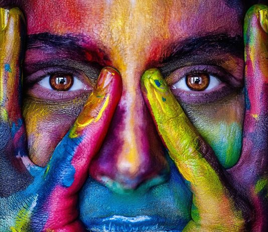 Gezicht met meerdere kleuren