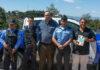 NBG-buitenlandcoördinator Paul Doth (midden) in Honduras met de Samenleesbijbel