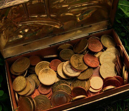Kistje met euro-muntgeld