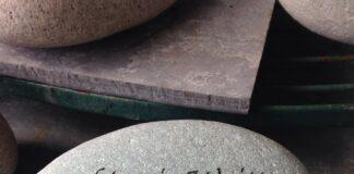 Steen met tekst 'Nothing Is Written In Stone'