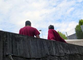 Twee gevangenen: het dagelijkse leven in de gevangenis – filosofische gesprekken. © gevangenispastoraat JVA Hünfeld / JVA Fulda (Archieffoto)