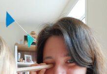 Katholiek.nl-redacteur Marieke Drent krijgt een balk in haar oog geduwd © Marieke Drent