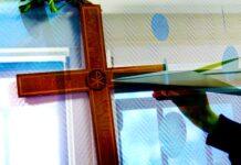 Papieren vliegtuigjes vouwen tijdens de kerkdienst © gevangenispastoraat JVA Hünfeld / JVA Fulda